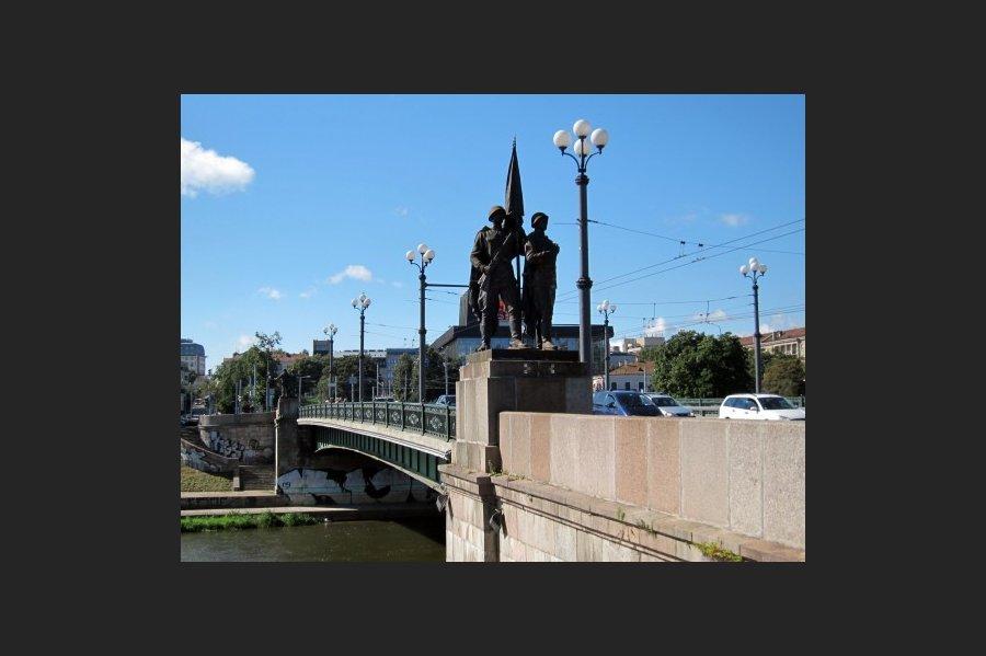 zaliojo-tilto-skulpturos-ii